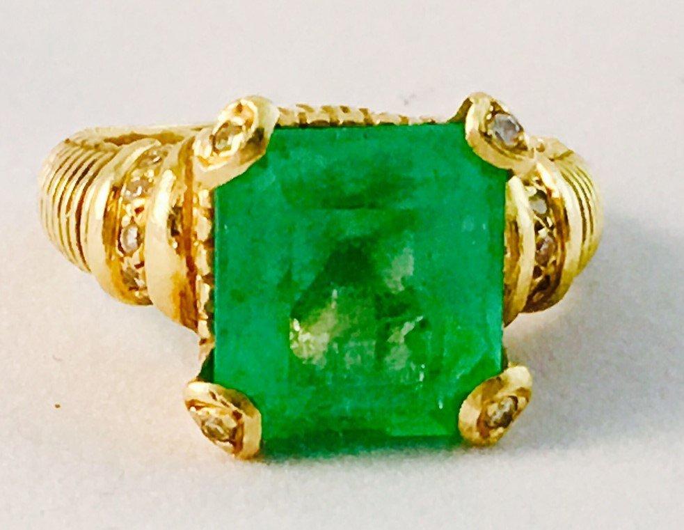 6.9 carat Colombian Emerald & Diamond Ring in 18k Gold