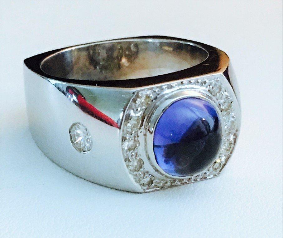 3.5CT Blue Sapphire, VVS Diamonds in 18k gold ring.