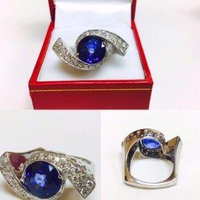 6.00 Carat Blue Sapphire and VVS Diamonds Ring
