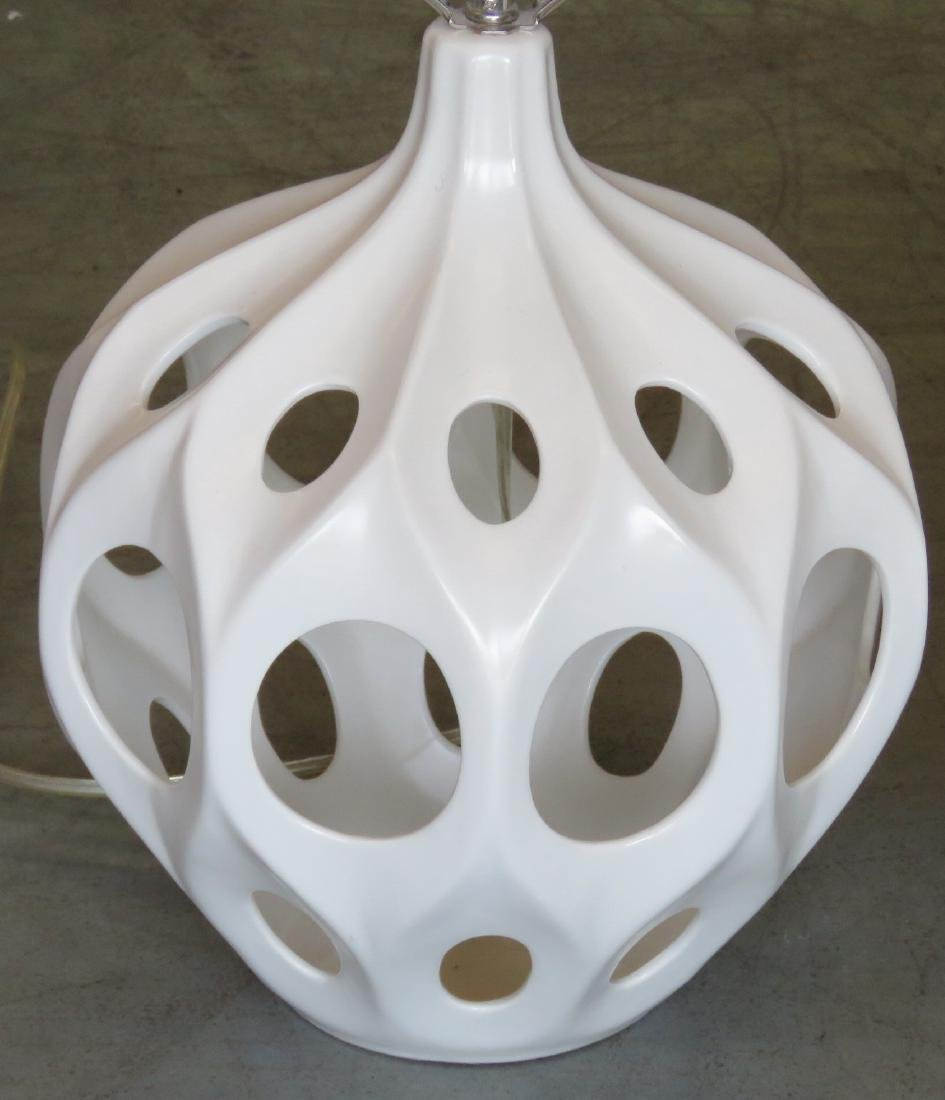 PAIR MODERN DESIGN WHITE CERAMIC TABLE LAMPS - 3