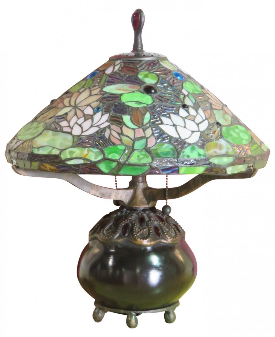 TIFFANY STYLE LEADED GLASS SHADE TABLE LAMP