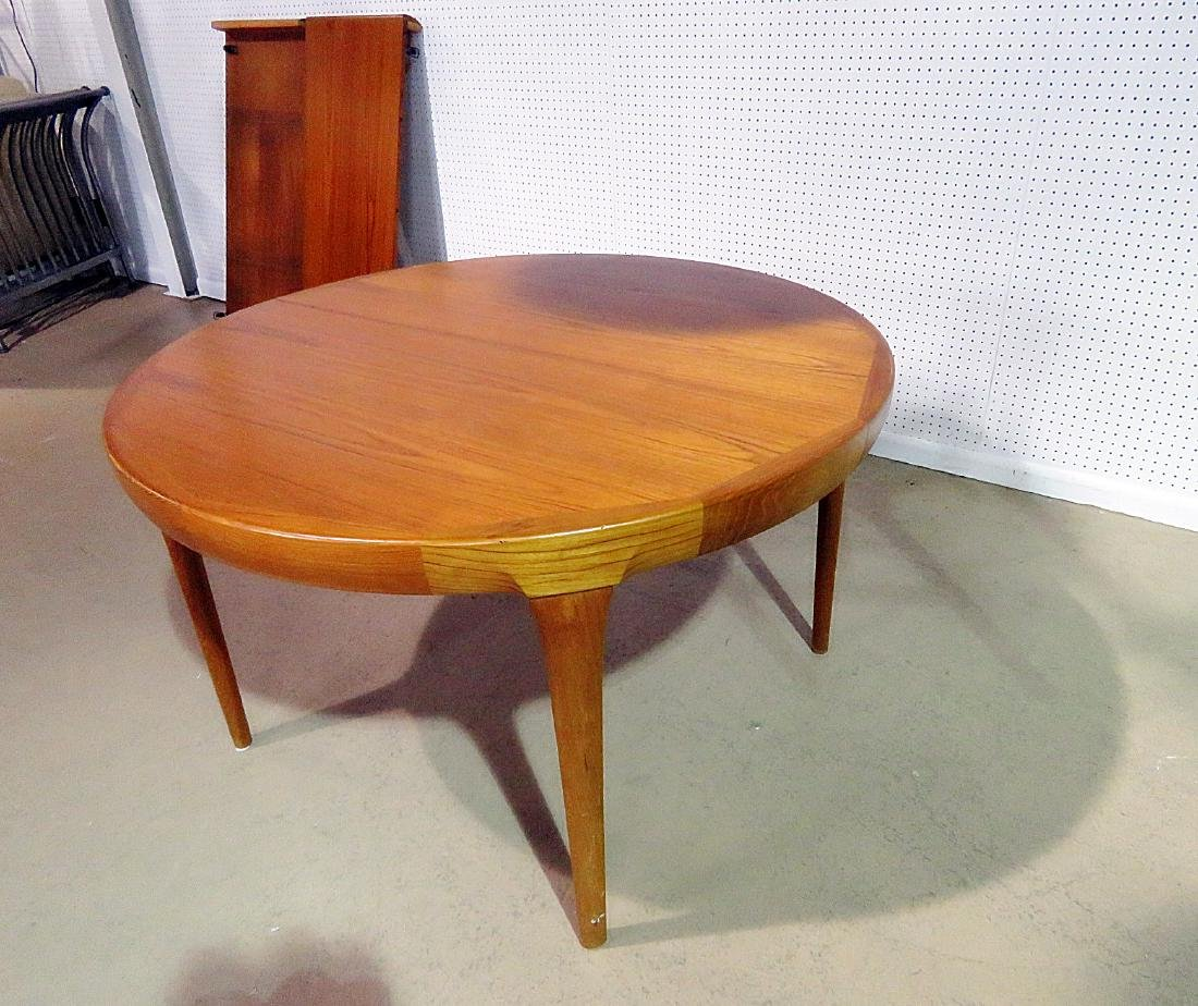 ROUND TEAK DINING TABLE attributed MOLLER - 2