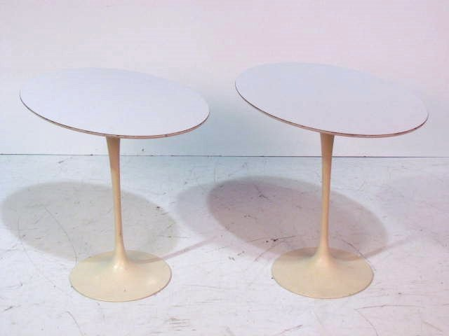 Pair EERO SAARINEN for KNOLL PEDESTAL TABLES