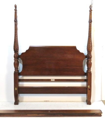 LEXINGTON CHERRY RICE CARVED QUEEN SIZE POSTER BED