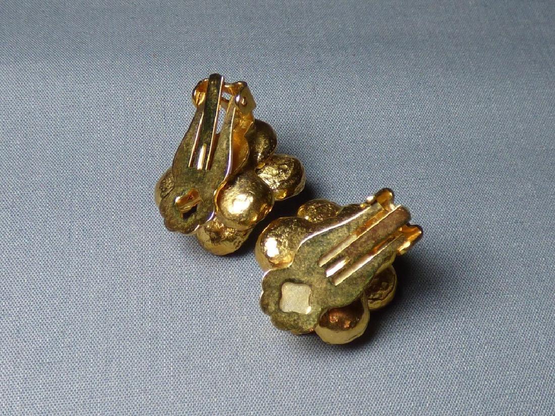 A Pair of Siman Tu Floral Earrings - 3