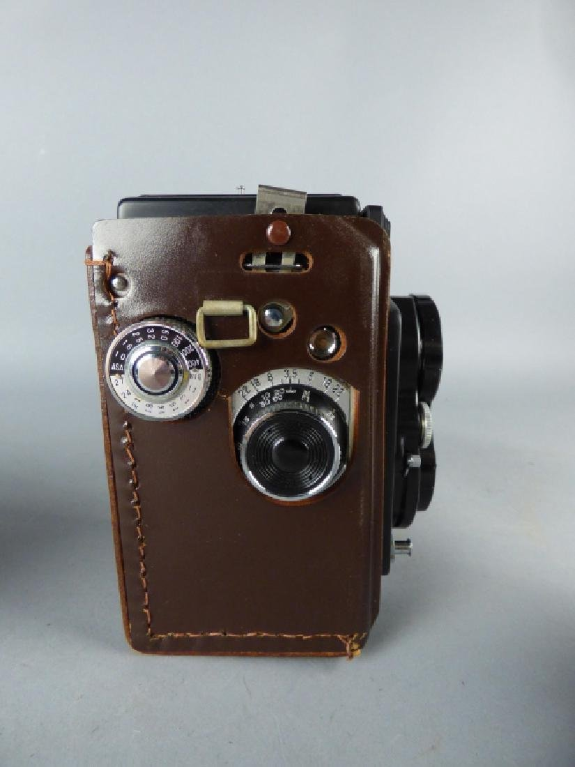 Three Vintage Twin Lens Reflex Cameras - 4