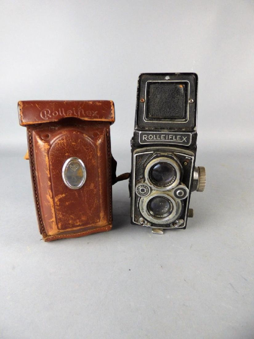 Three Vintage Twin Lens Reflex Cameras - 8