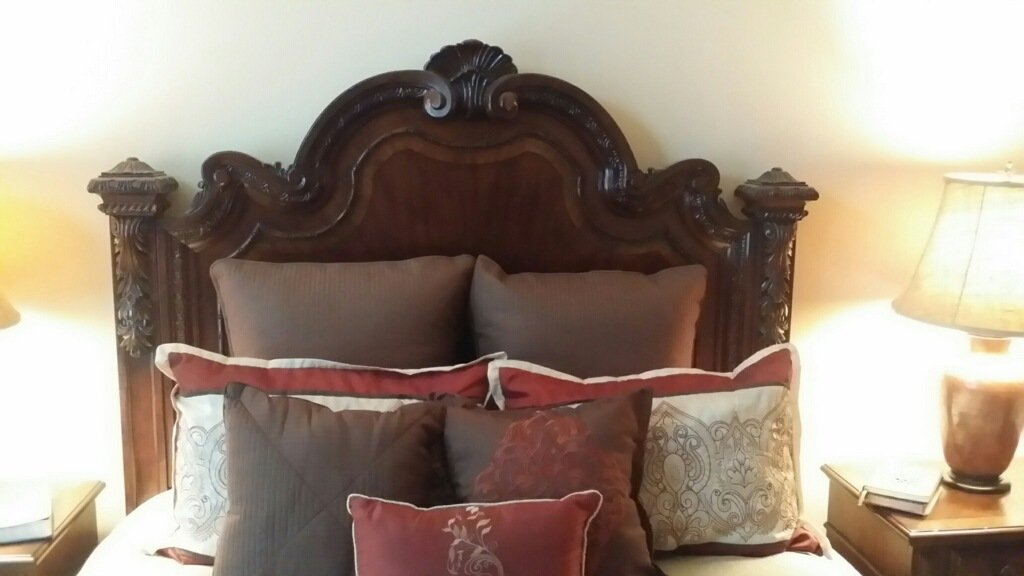 A Thomasville Furniture Inlaid Burlwood Queen-Size Bed - 3