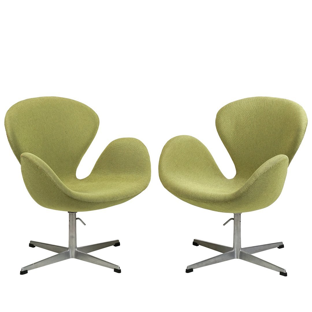 Arne Jacobsen Swan chairs (2)