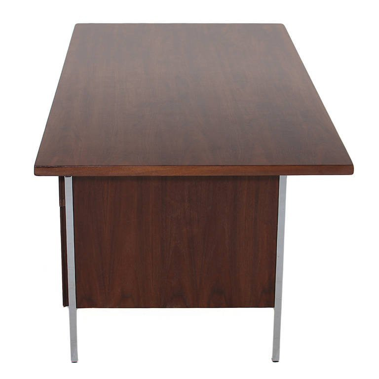 Florence Knoll walnut and chrome desk - 3