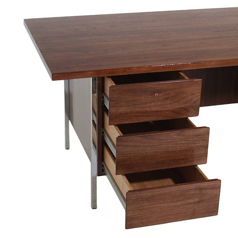 Florence Knoll walnut and chrome desk - 6