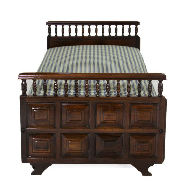Carved rosewood daybed - 4