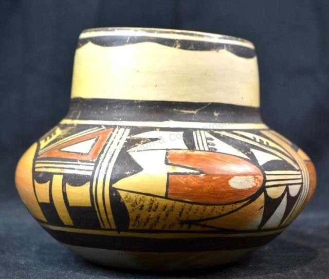 Authentic Hopi Native American Vase (Circa 1940)