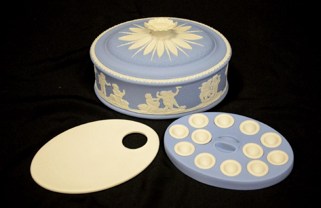 Wedgwood blue & white Jasper ladies paint box, complete - 2