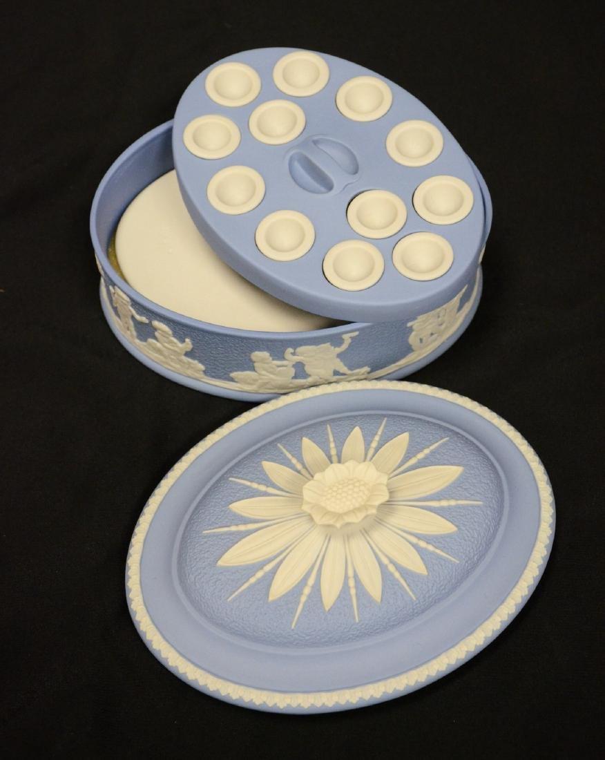 Wedgwood blue & white Jasper ladies paint box, complete - 3