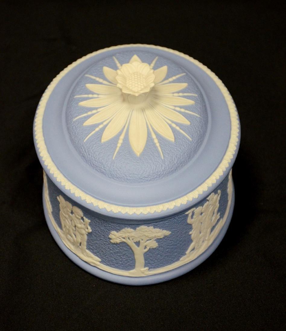 Wedgwood blue & white Jasper ladies paint box, complete - 4