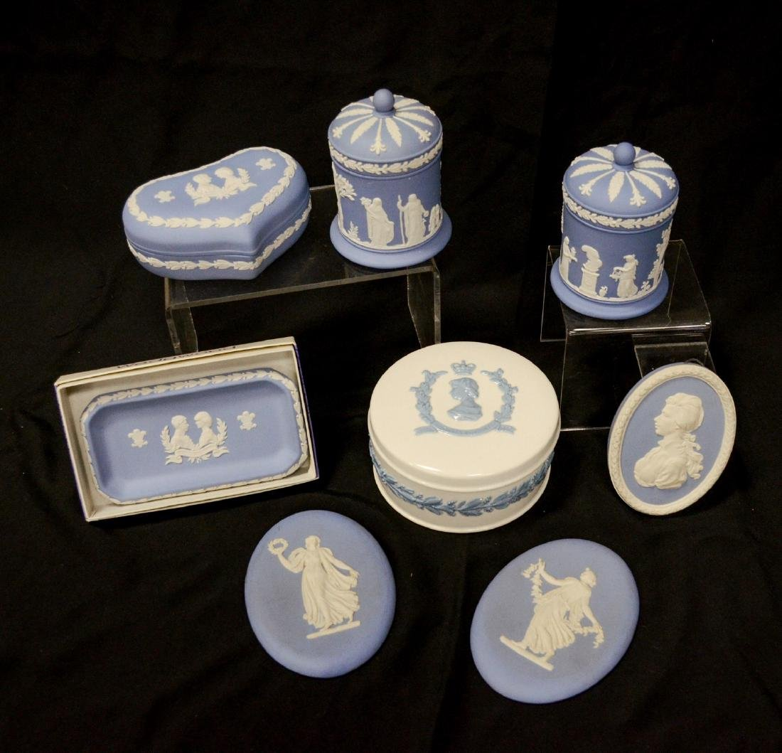 8 Pieces Wedgwood porcelain, including Queensware 1953 - 3