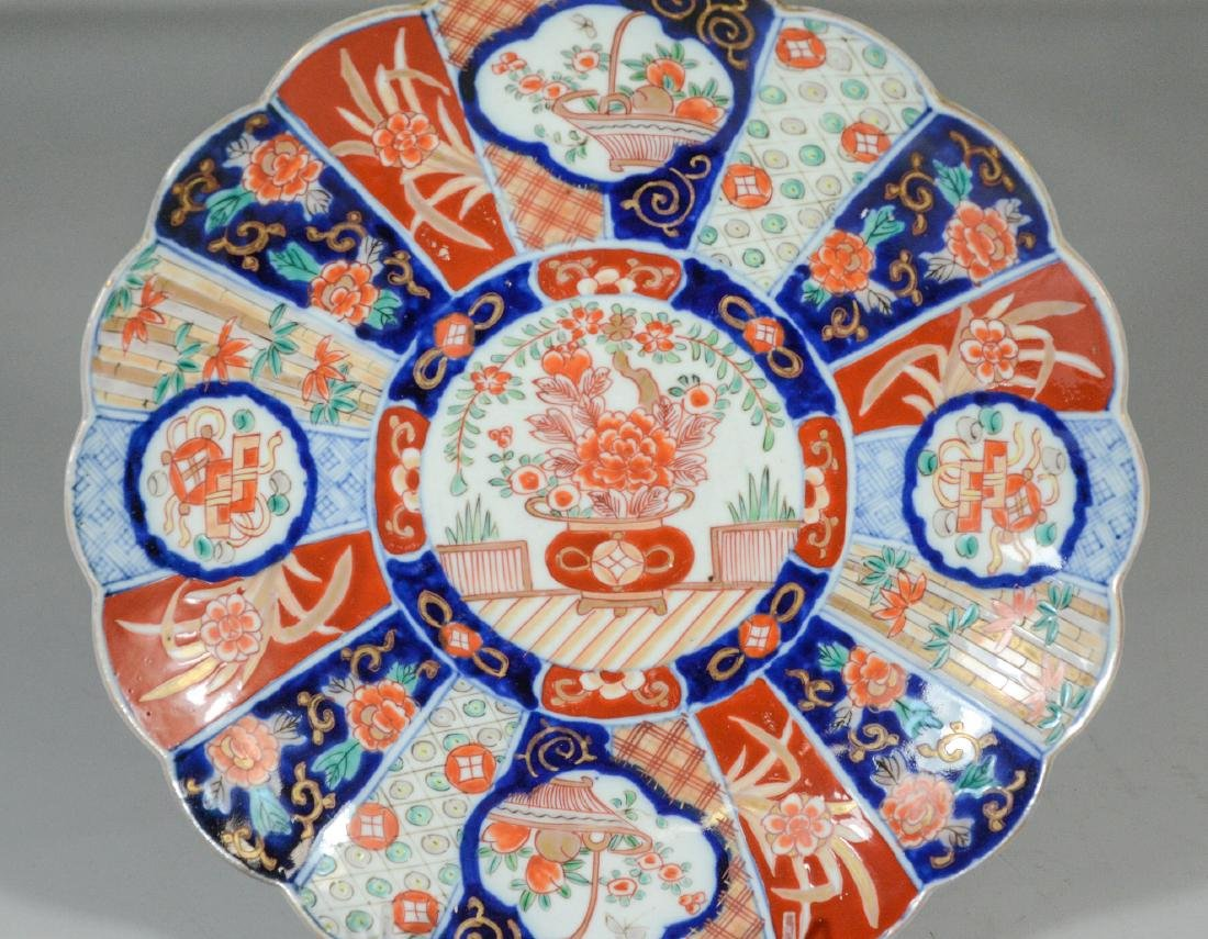 3 pcs Japanese Imari porcelain to include (2) bowls and - 2