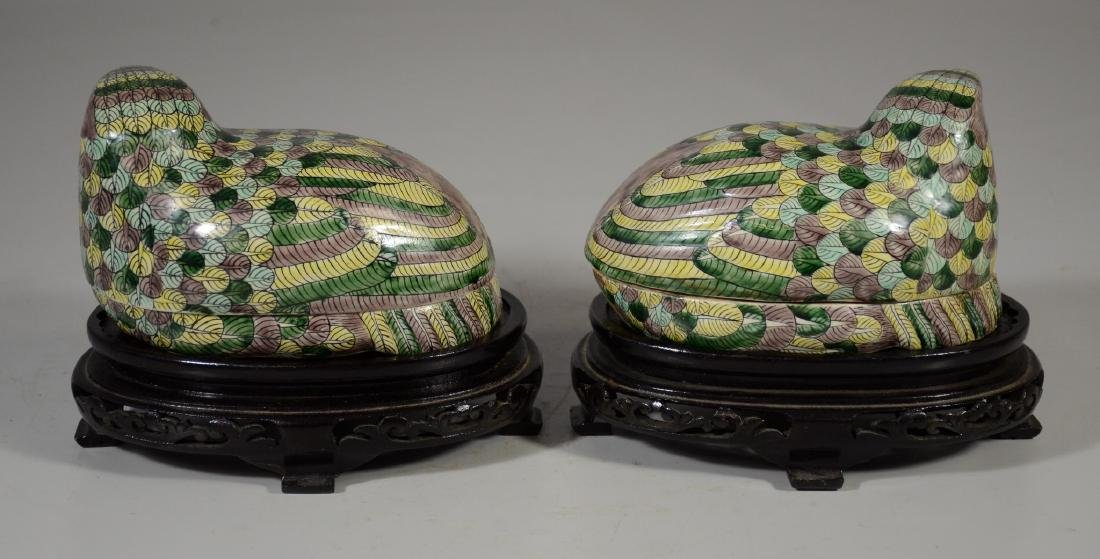 Pair of Chinese Famille Verte quail boxes on later - 3