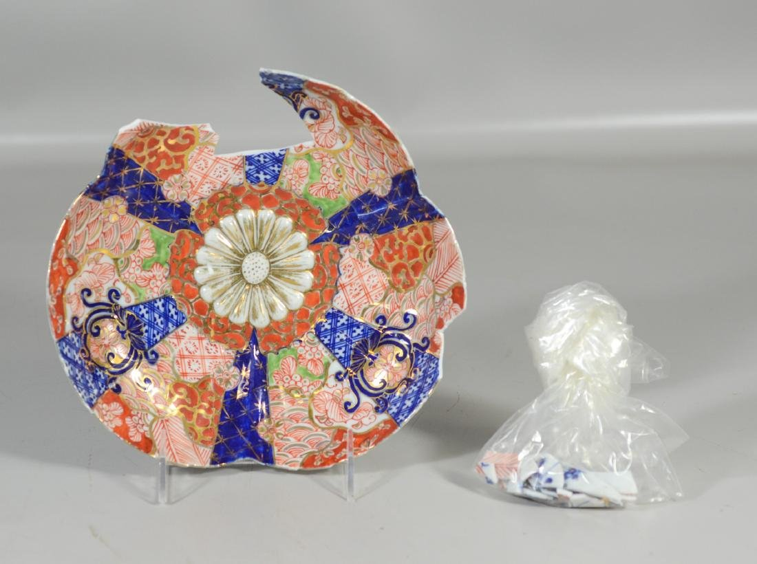 Five (5) Japanese Imari decorated fluted bowls, - 6