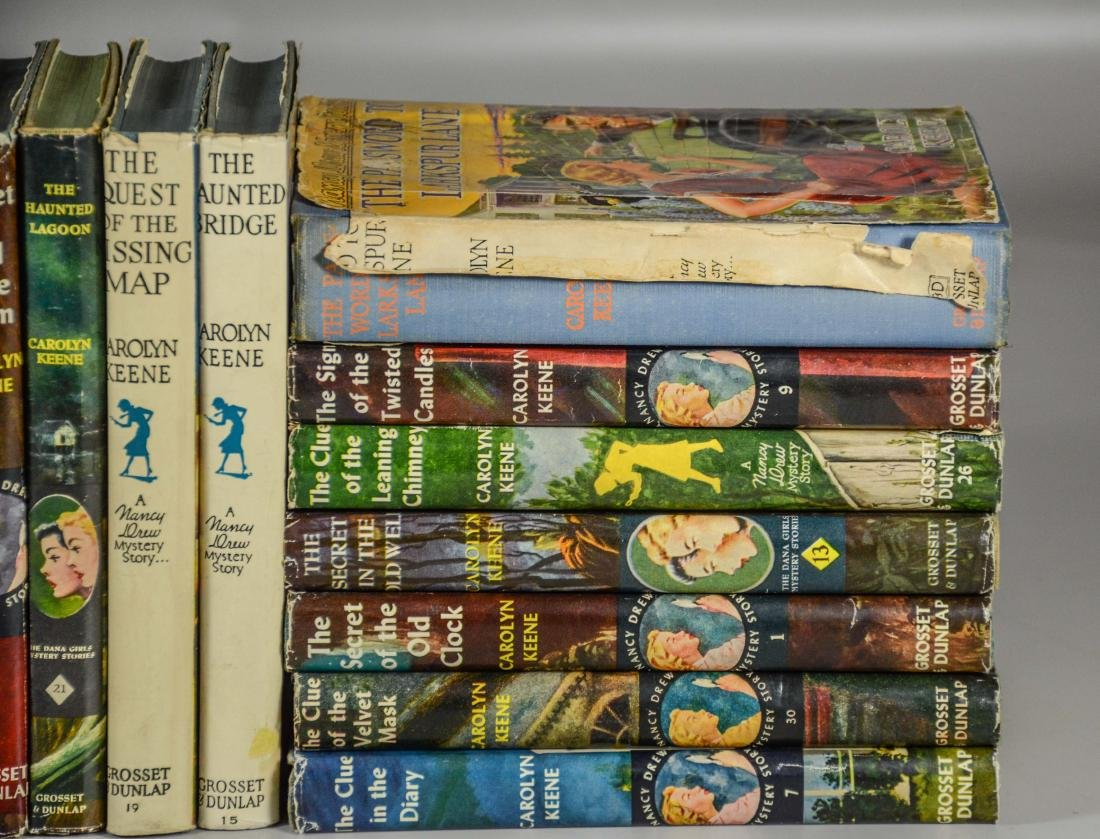 25 Nancy Drew books by Carolyn Keene, 3 without dust - 2