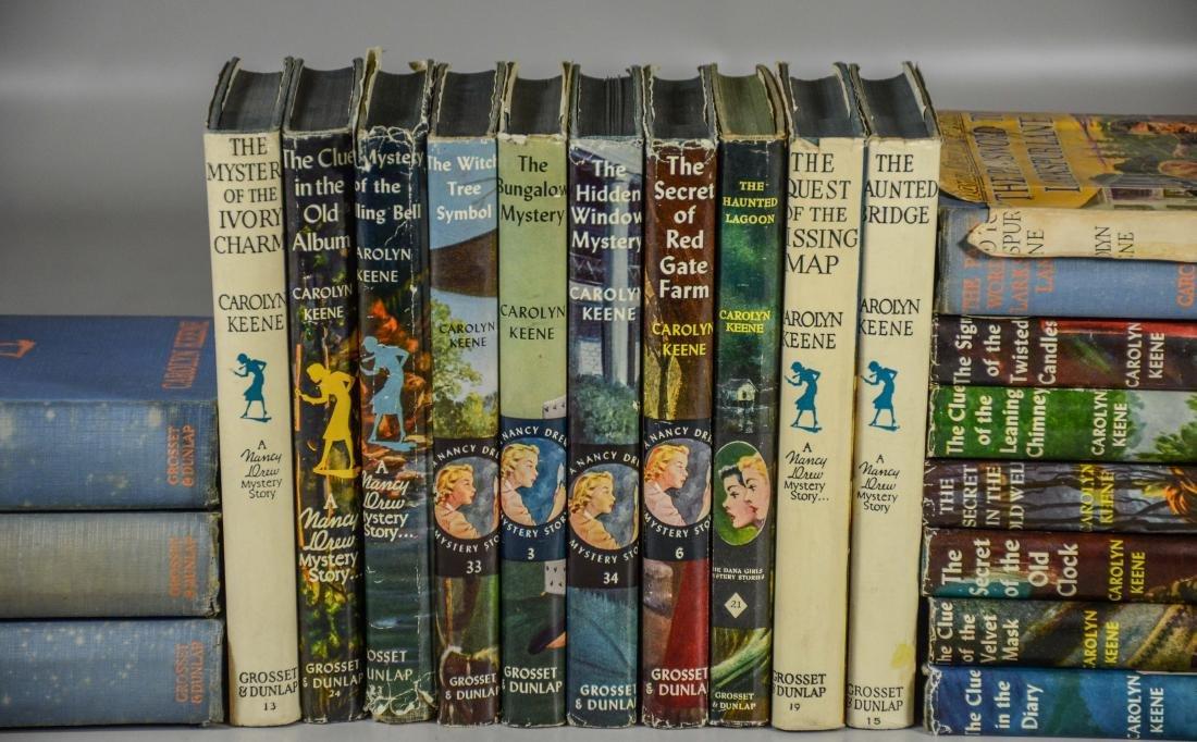 25 Nancy Drew books by Carolyn Keene, 3 without dust - 3
