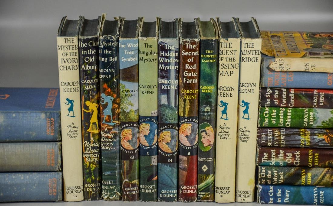 25 Nancy Drew books by Carolyn Keene, 3 without dust - 3