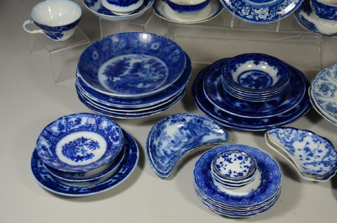 52 Pieces of English Blue and White Pottery - 4