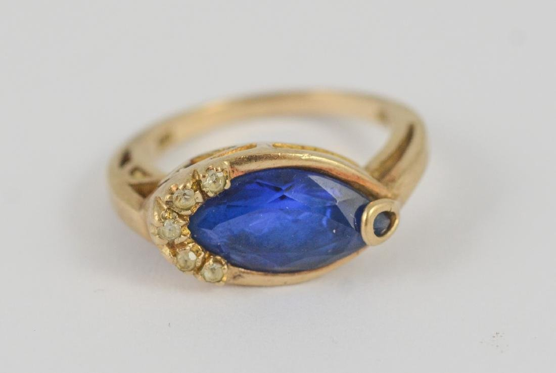 10K Yellow Gold ladies ring with blue stone, 2.5 dwt