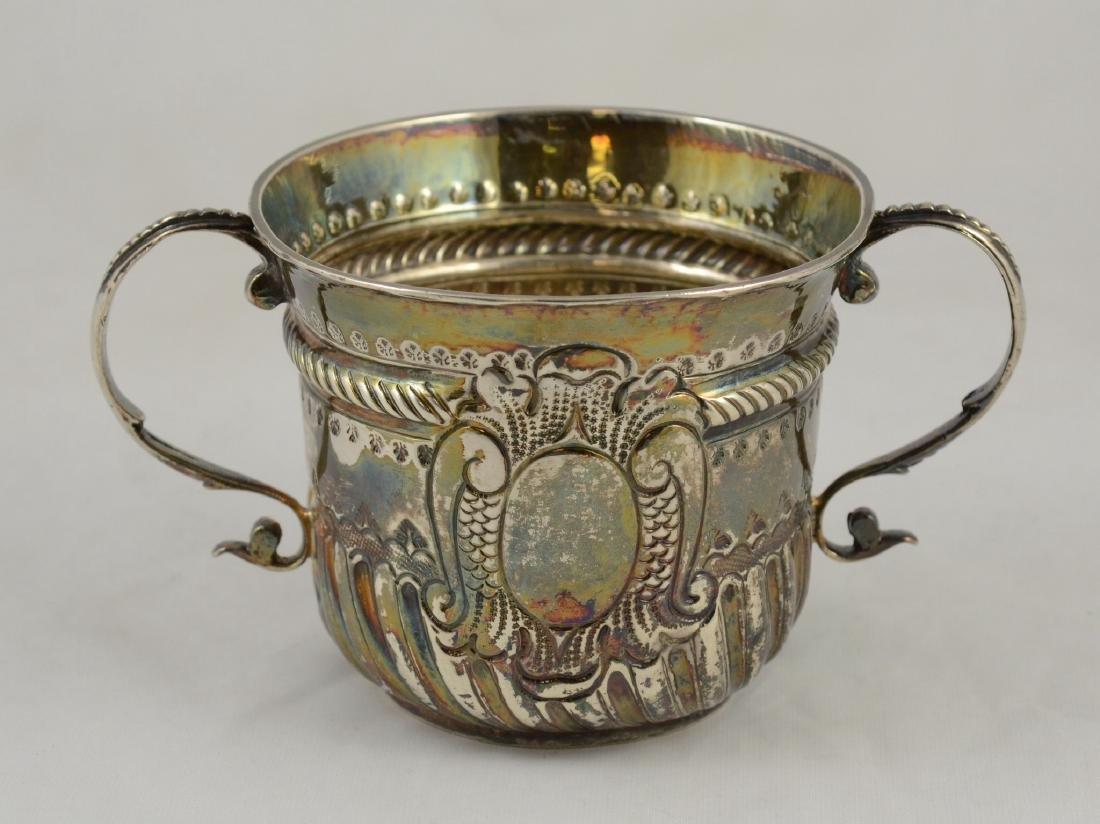 Queen Anne English silver  porringer, London, 1707-8