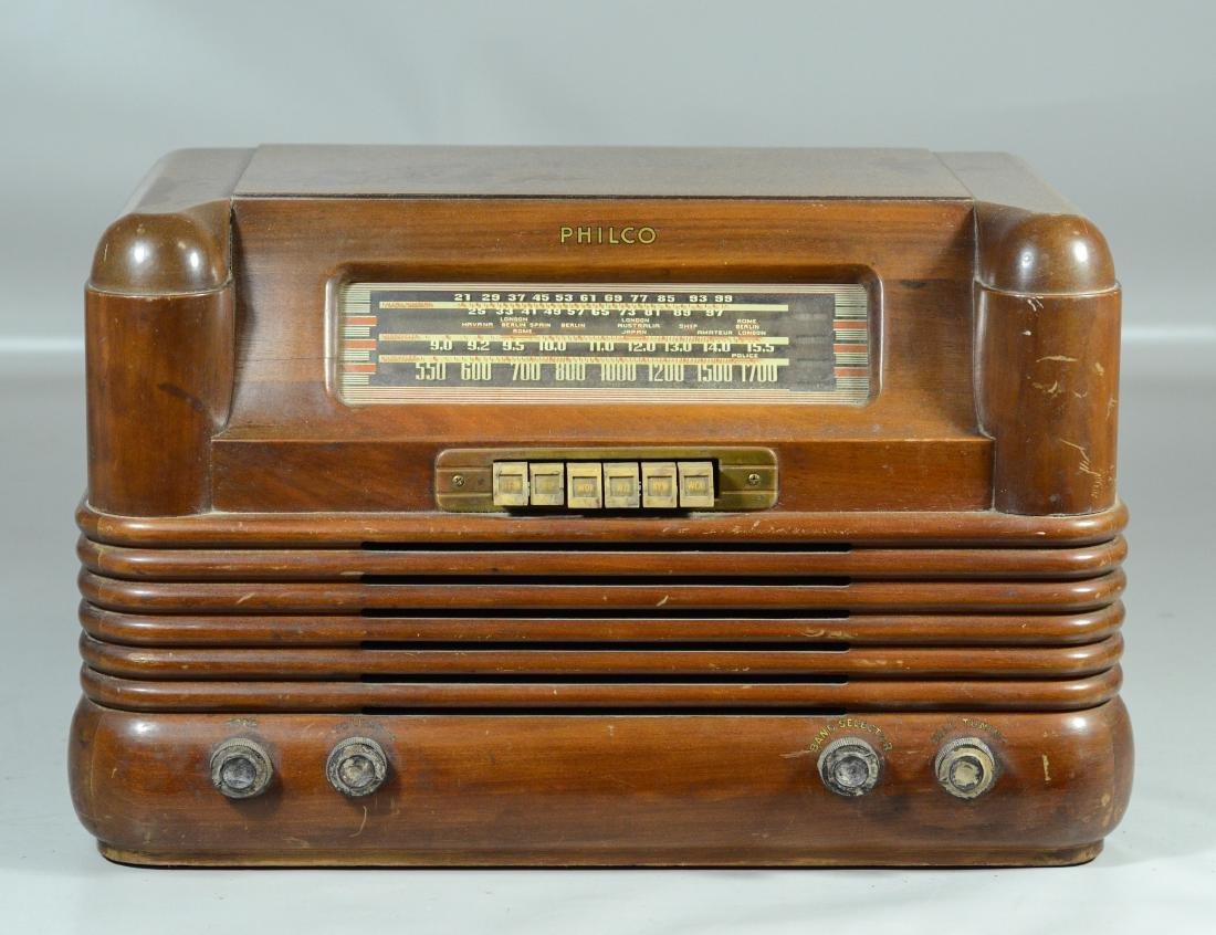 "Philco Model 42-350 Code 121 tube radio, 11-1/2"" h x"