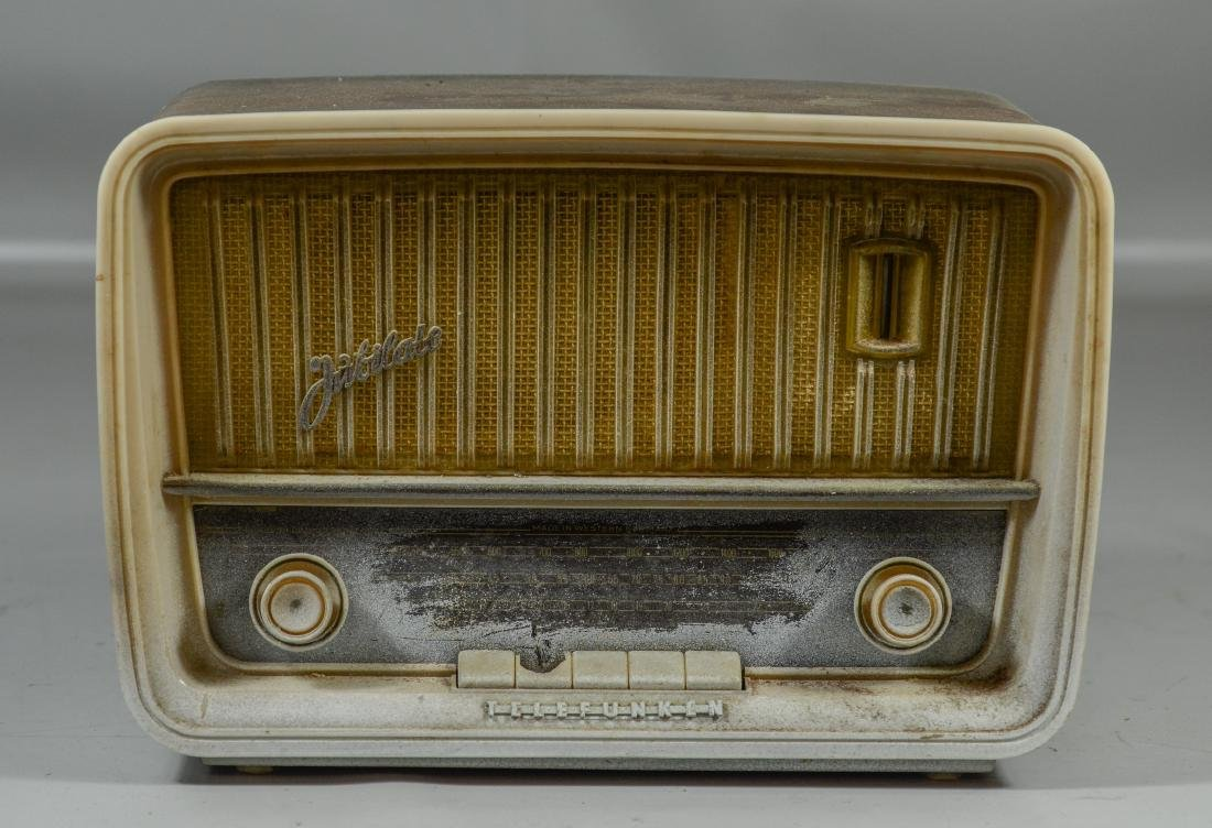"Telefunken Jubilate radio, damage to buttons,  9"" h x"