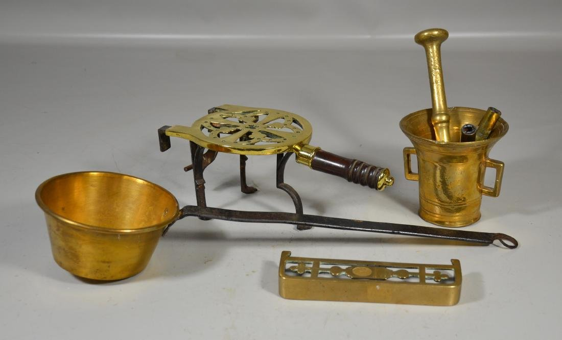 4 Brass pieecs, including English late 18th C trivet,