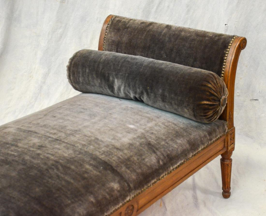 Antique Louis XVI Carved Walnut Daybed - 3