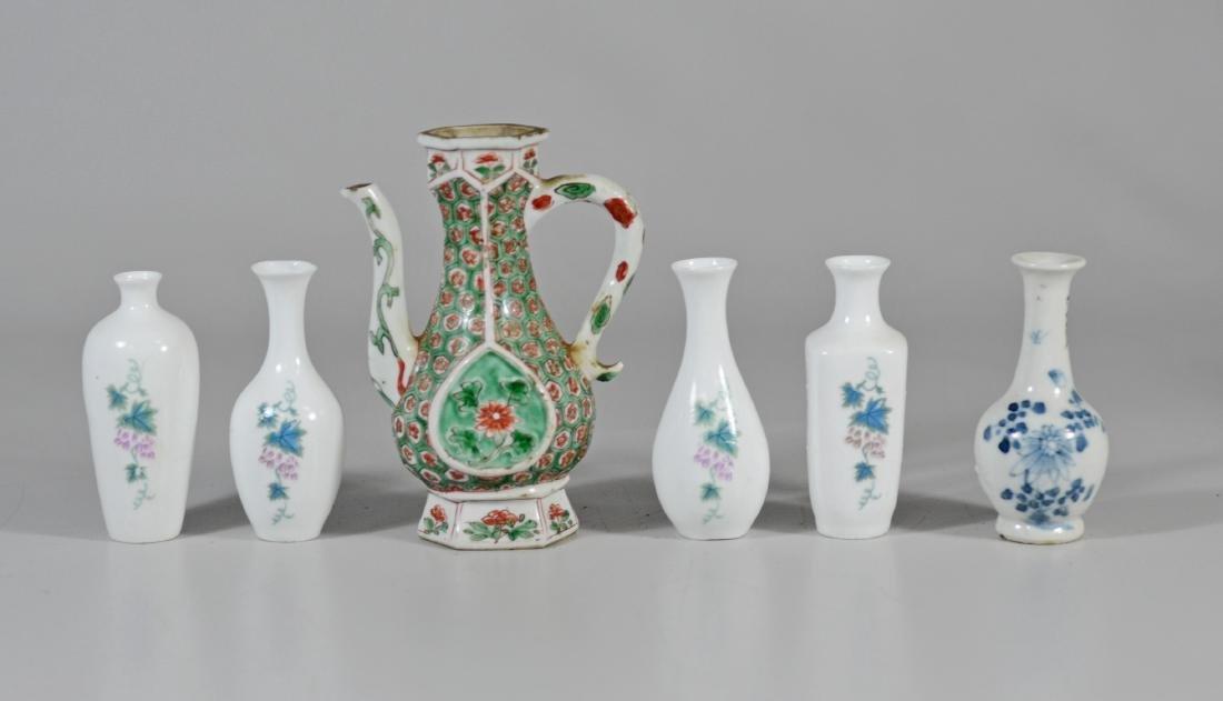 (6) Pieces miniature Chinese porcelain