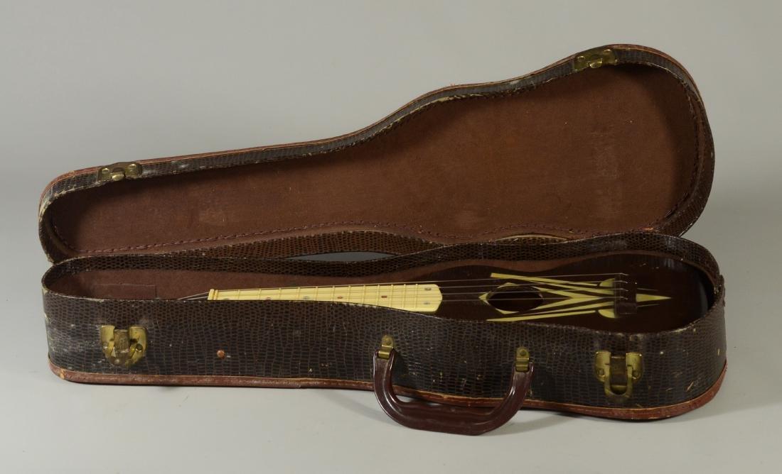 Vintage unmarked ukulele, wood with celluloid frets - 3