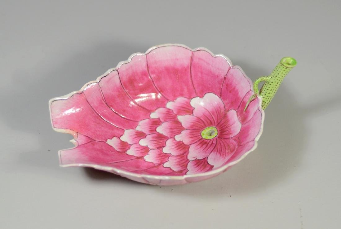 Chinese lotus form porcelain water dropper