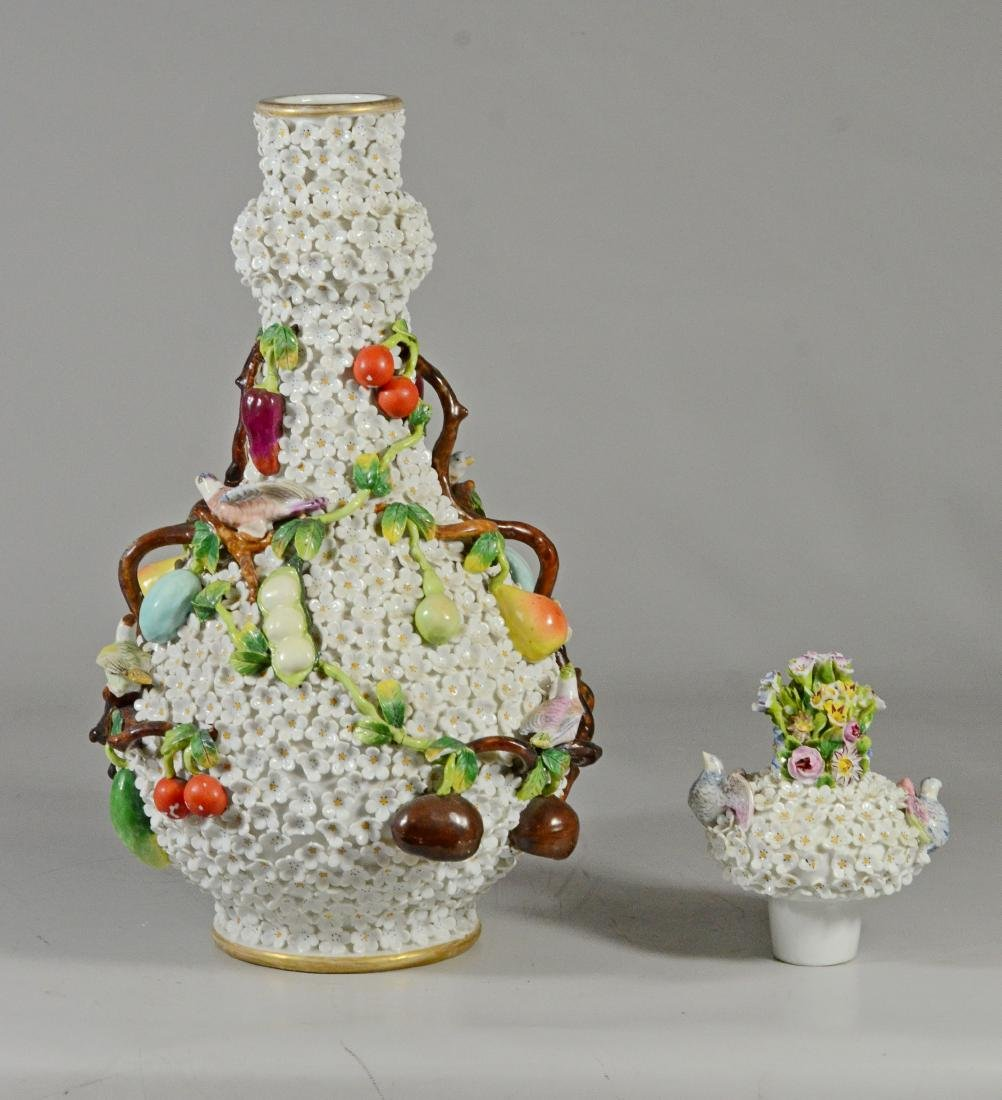 Pair of Volkstedt 'Schneeballen' covered bottle vase - 4