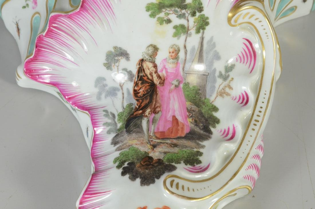 "Wallendorf-type porcelain ""pictorial"" wall bracket - 2"