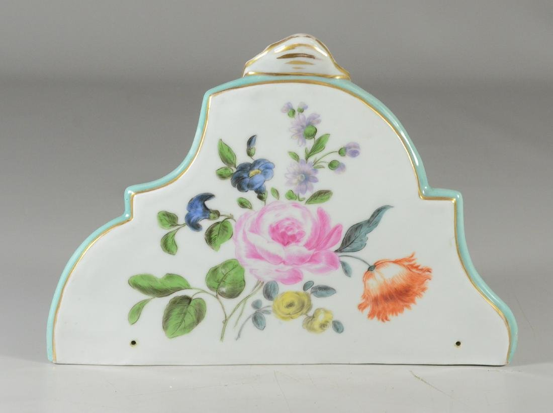 "Wallendorf-type porcelain ""pictorial"" wall bracket - 4"