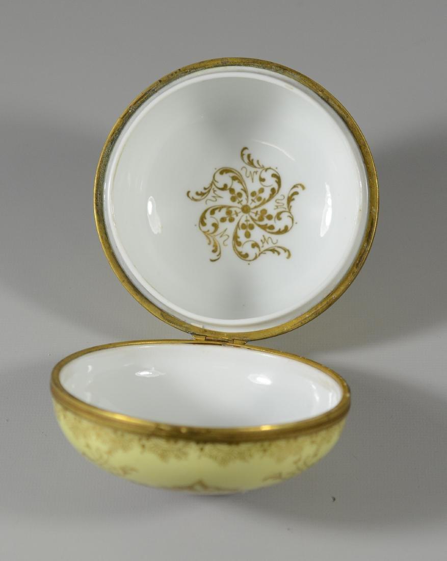 Meissen circular porcelain box, maiden with child - 5