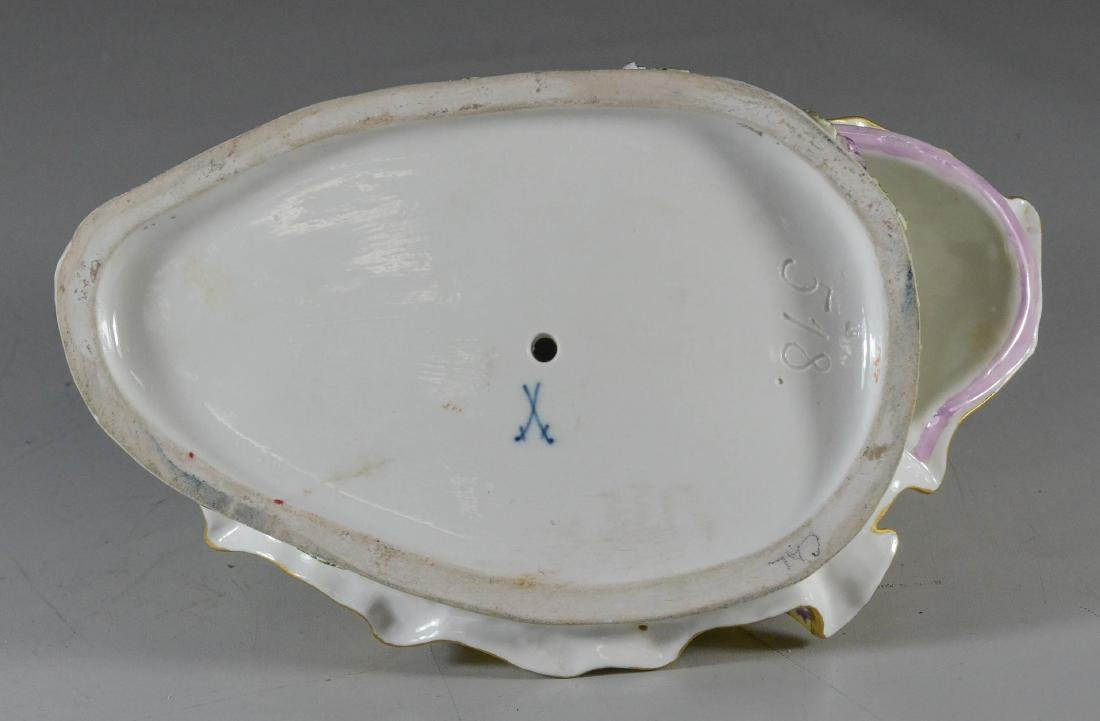 """Meissen porcelain crinoline group of """"Lovers Kissing"""" - 3"""