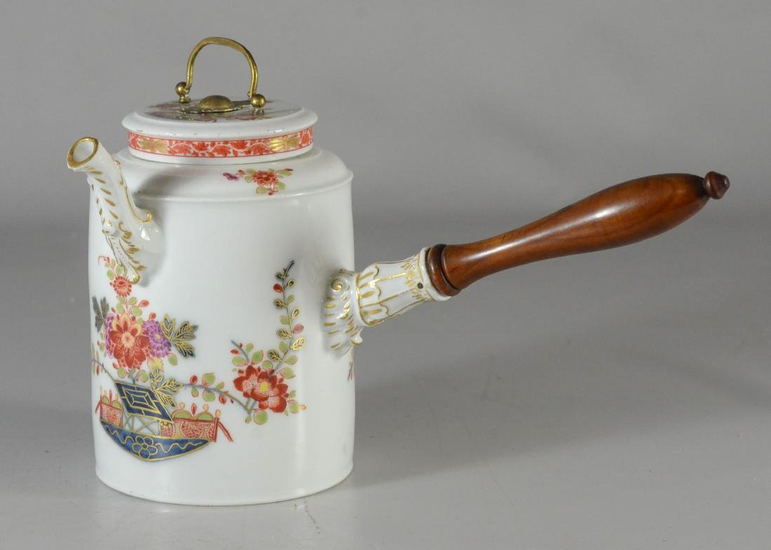 """Meissen porcelain """"Kakiemon"""" side-handle coffee pot"""