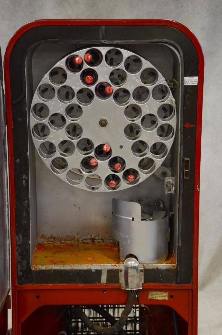 "Vintage ""Vendo 39"" 10 cent Coca Cola vending machine - 5"