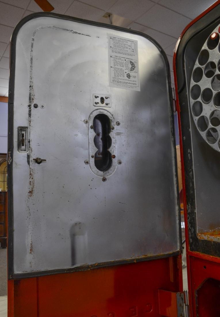 "Vintage ""Vendo 39"" 10 cent Coca Cola vending machine - 7"