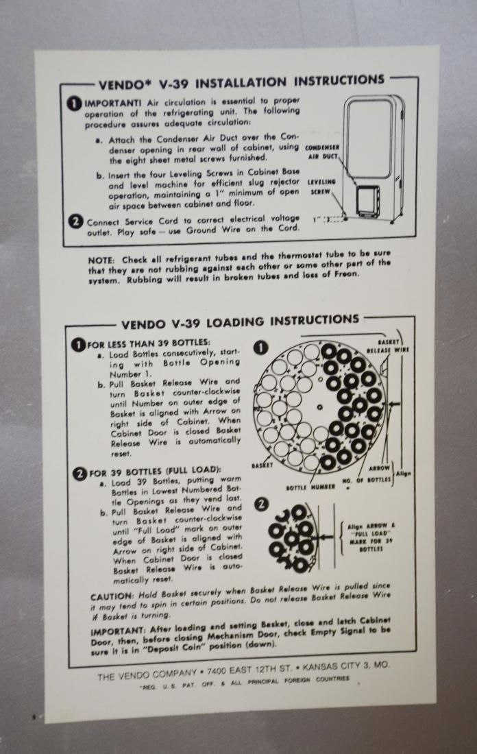 "Vintage ""Vendo 39"" 10 cent Coca Cola vending machine - 8"