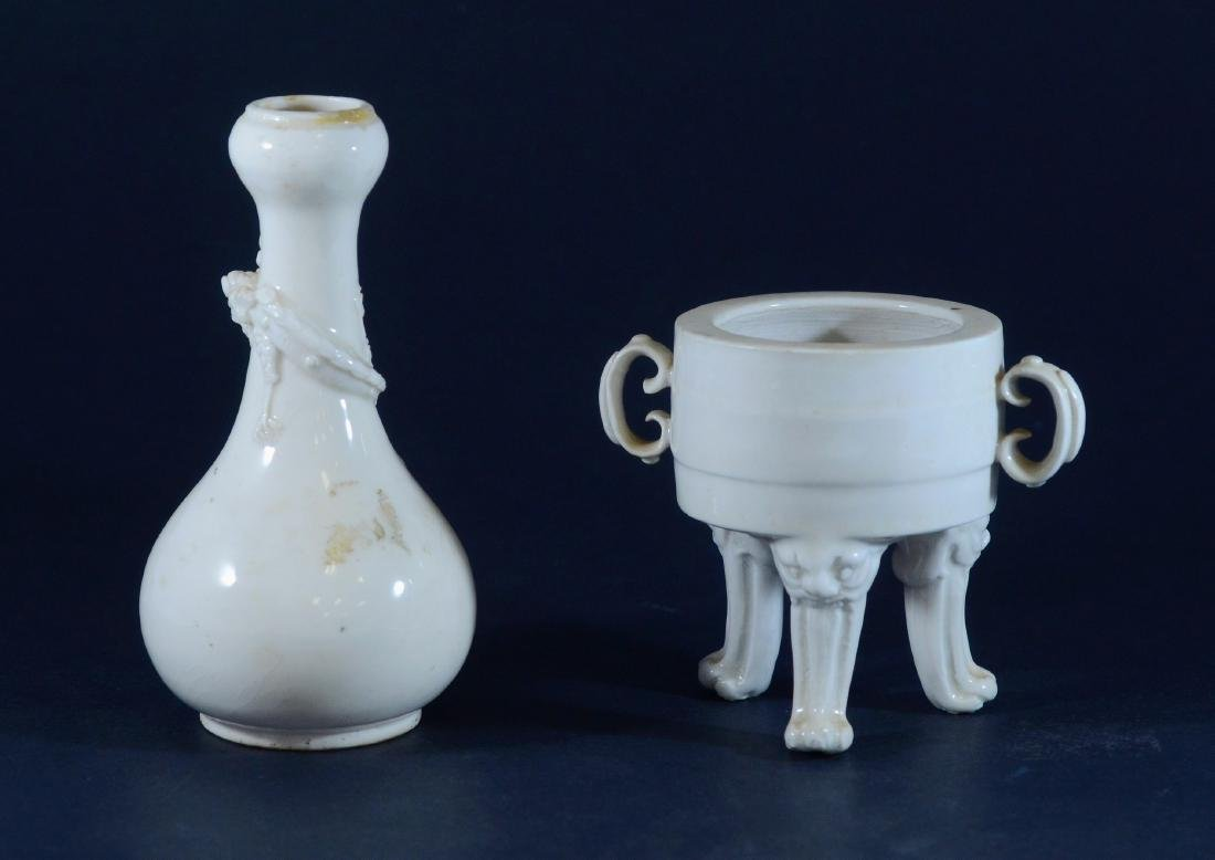 (2) Pieces Chinese Blanc De Chine
