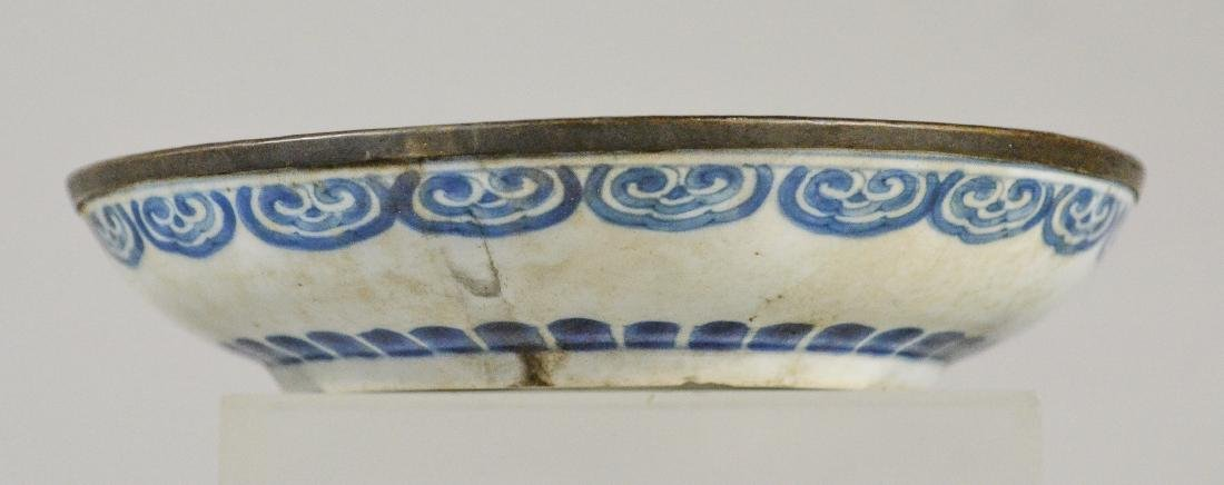 (2) Ming style Chinese porcelain low bowls with bird - 5