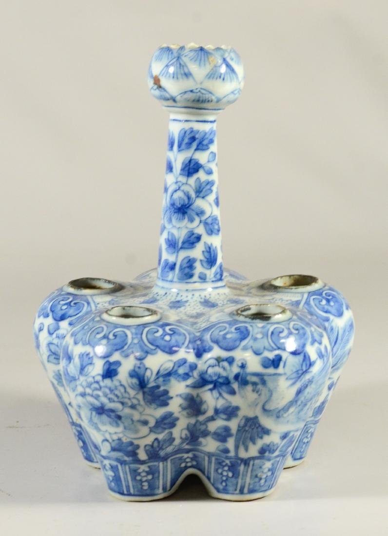 Two Chinese blue and white tulipier vases, 19th C - 10