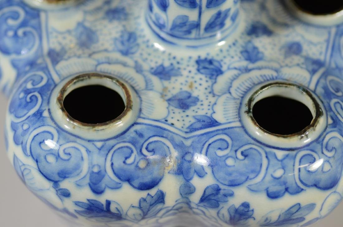 Two Chinese blue and white tulipier vases, 19th C - 17